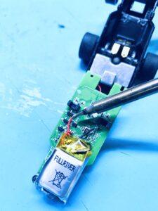 Desolder the original Anki Overdrive battery